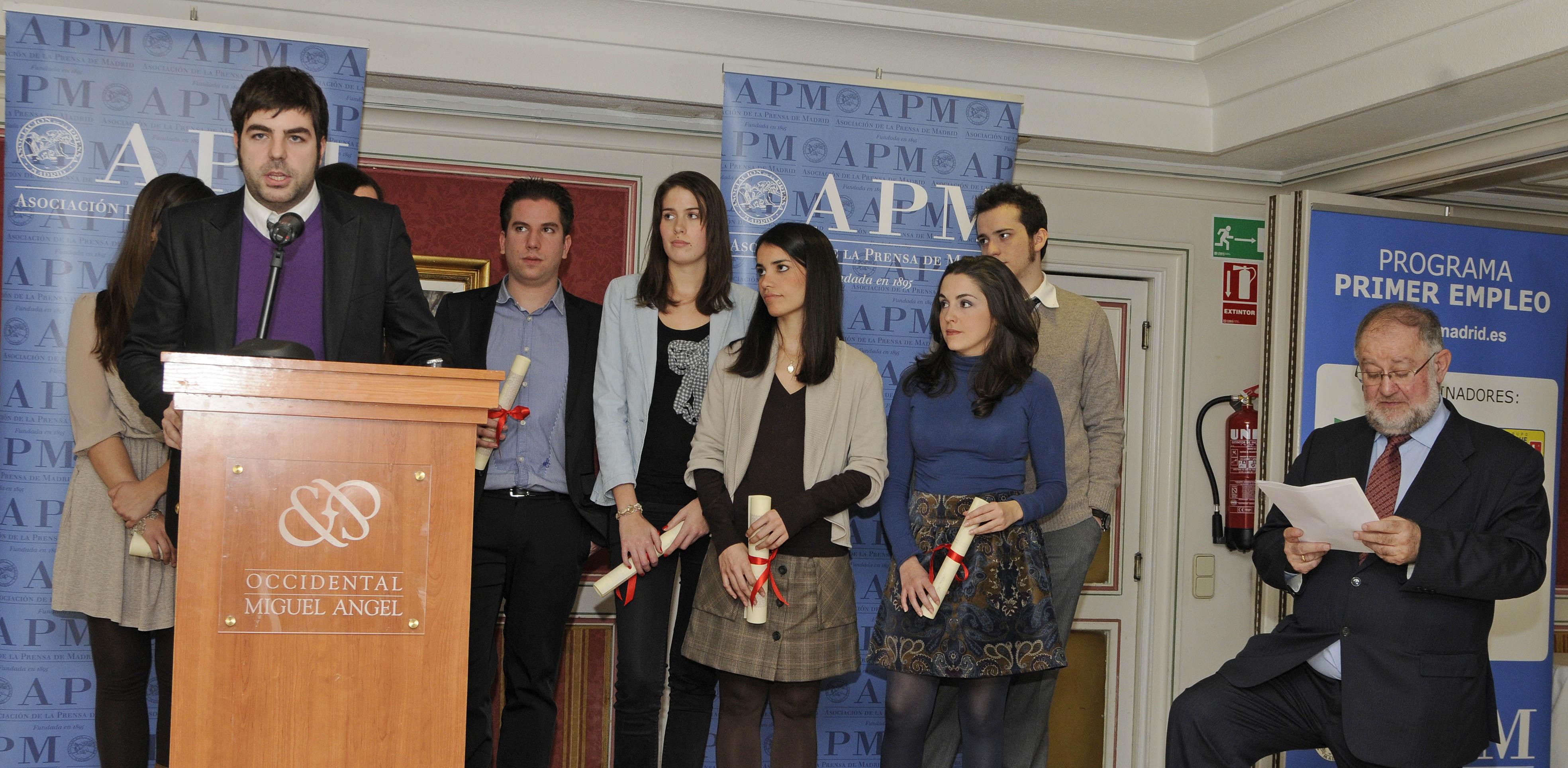 Entrega de credenciales a los seleccionados en la edición de 2010 del Programa Primer Empleo de la APM