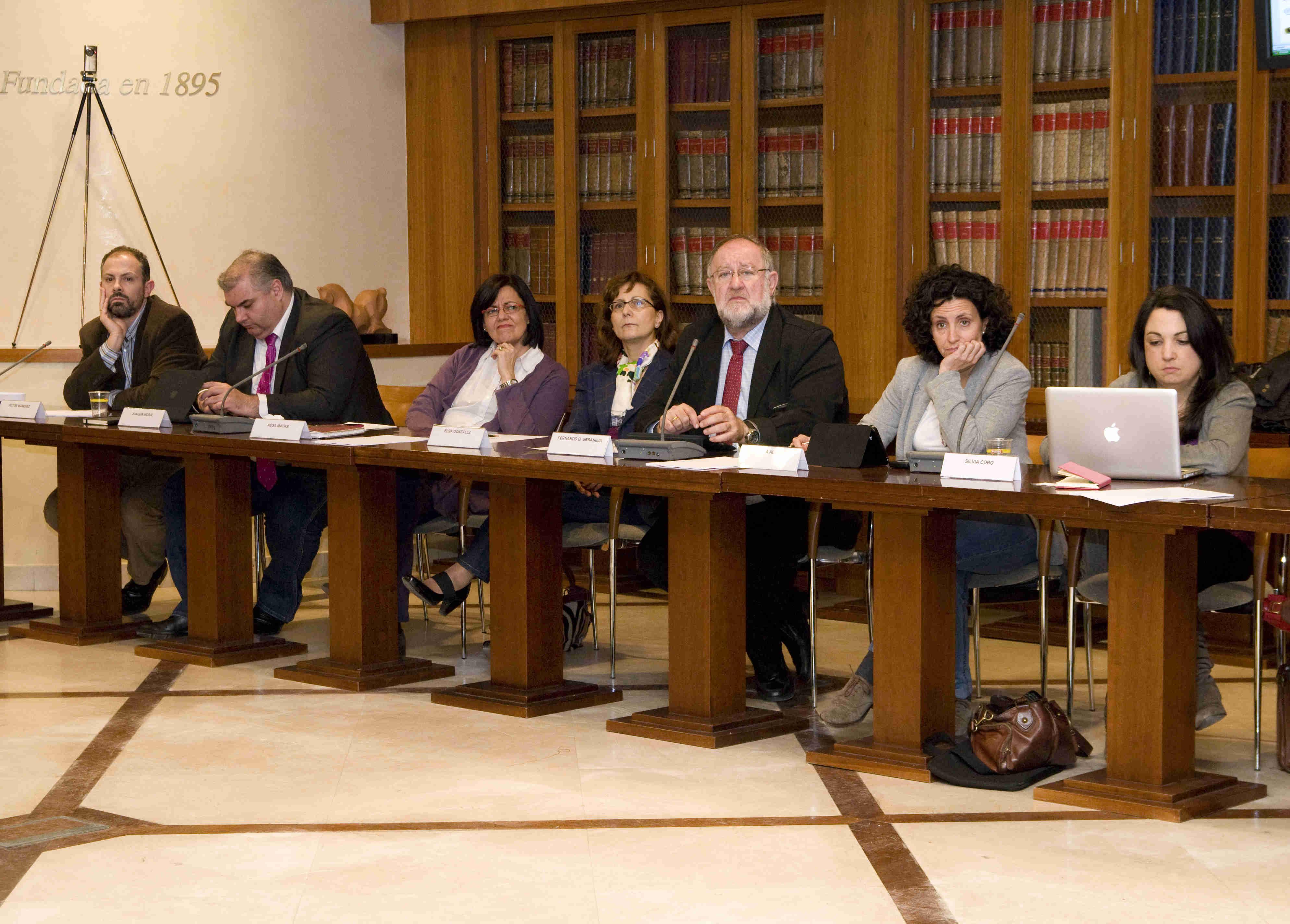 Los presidentes de la FAPE y la APM, entre otros ponentes. Foto: Elena Hidalgo / APM