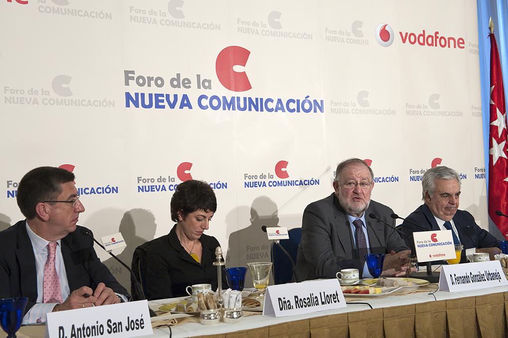 Antonio San José, Rosalía Lloret y José Luis Ripoll acompañaron a González Urbaneja en el acto. Fotos: Pablo Vázquez / APM