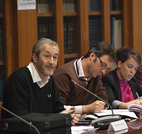 De izquierda a derecha, Gumersindo Lafuente, Marcos García Rey y Mar Cabra. Foto: Pablo Vázquez / APM