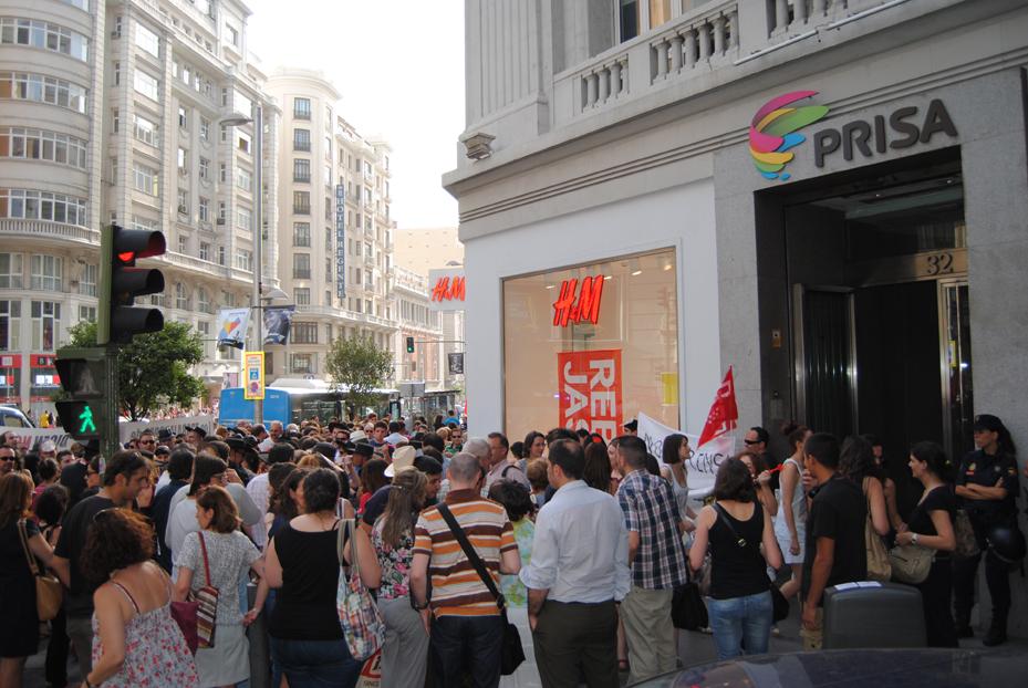 Concentración de empleados de Prisa frente a su sede. Foto: Archivo APM