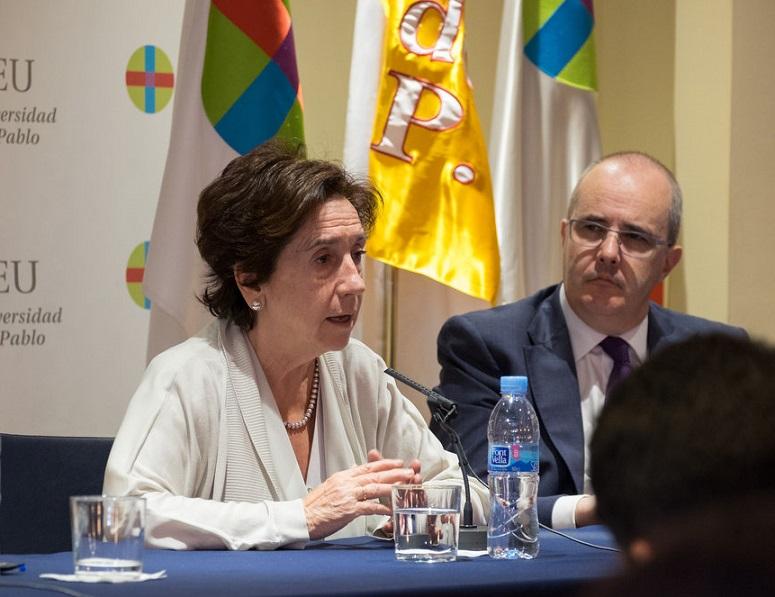 Ante las amenazas de la profesión, Victoria Prego apela a resistir y seguir informando seriamente
