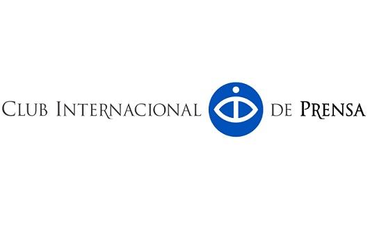 Rosa Montero y los corresponsales Martin Roberts y Jan Martínez Ahrens, Premios de Periodismo del Club Internacional de Prensa